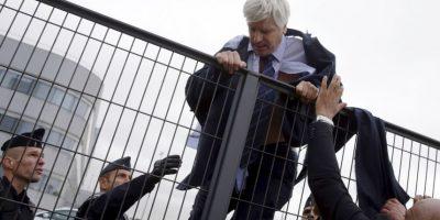 Con ayuda de la policía Foto:AFP