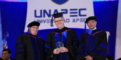 UNAPEC presenta a nuevos profesionales