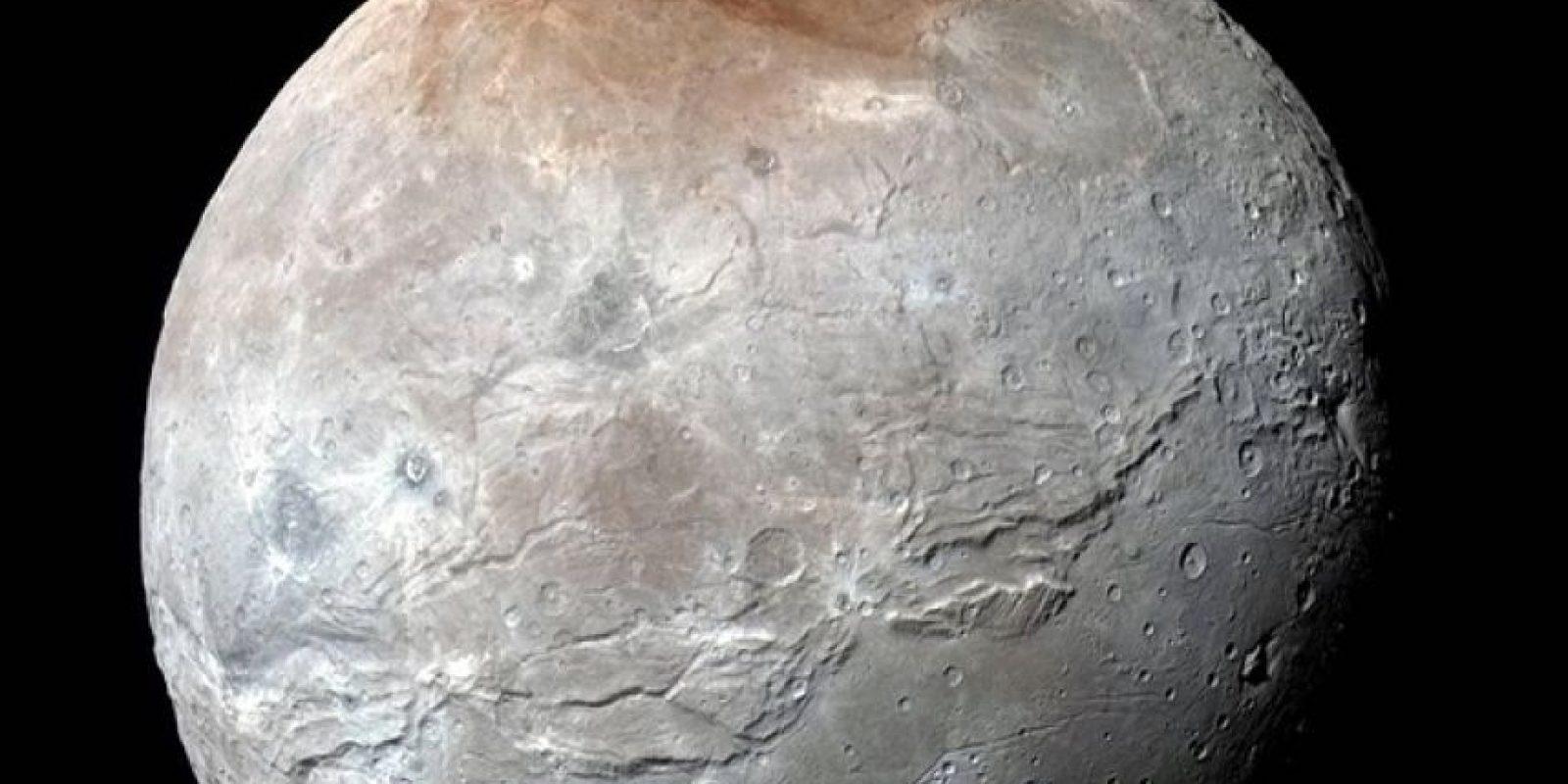 La NASA muestra a Caronte la luna de Plutón. Foto:Vía nasa.gov