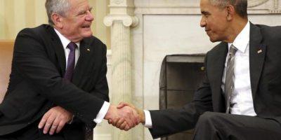 Presidente alemán visita a Obama y regala parte del muro de Berlín a Kerry