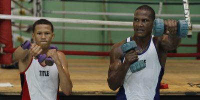Leonel de los Santos y un compañero mientras entrenan Foto:Roberto Guzmán