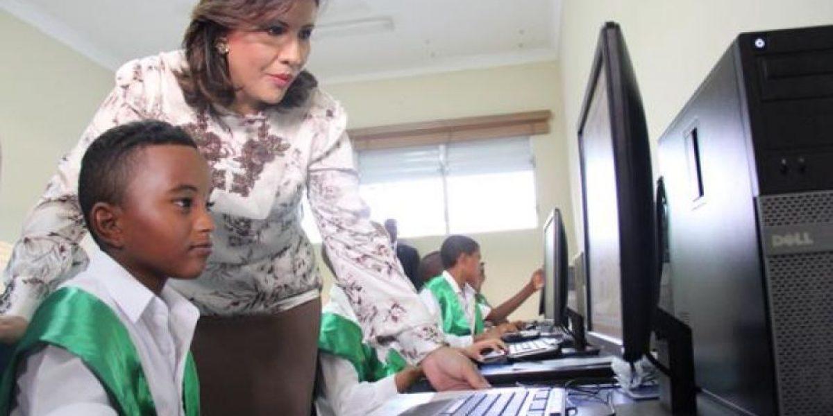 """Cedeño participa en la graduación de """"Mi Primer Video Juego"""""""