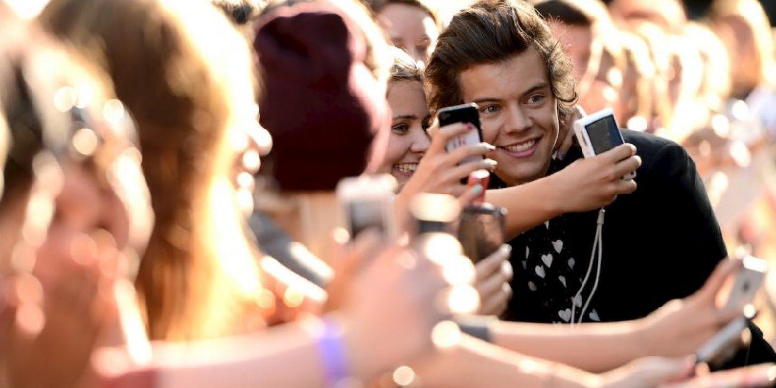 6. Una vez Harry le pidió una cita a una fan, pero Louis le dijo que estaban saliendo juntos, y Harry se quedó sin cita. Foto:Getty Images