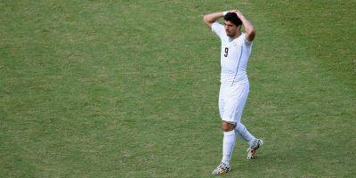 El delantero uruguayo aún paga el castigo por la mordida de Giorgio Chiellini en el Mundial de Brasil 2014 Foto:Getty Images