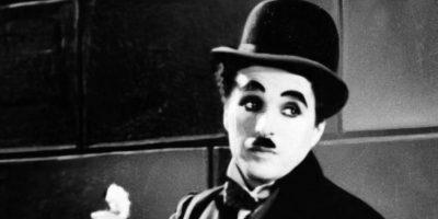 Charles Chaplin: dejó embarazada a la actriz Lita Grey, cuando tenía 15 años, tres después de haber empezado a trabajar en sus películas. Cuando el famoso director se dio cuenta de su falta de talento y se cansó de la joven, ofreció pagarle el contrato íntegro de la película que le había propuesto protagonizar, y le sugirió que abortara. La madre amenazó con denunciarlo por corrupción de menores, por lo que Chaplin cedió al chantaje y contrajo matrimonio con Grey. Foto:vía Getty Images