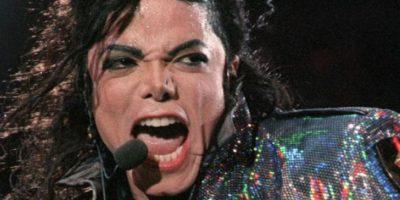 Michael Jackson: su carrera siempre estuvo ensombrecida por acusaciones de abuso sexual. El último juicio que enfrentó fue en 2003 y allí tuvo libertad condicional. Dicen que por los abusos de su padre, desarrolló una personalidad infantil y patológica. Foto:vía Getty Images