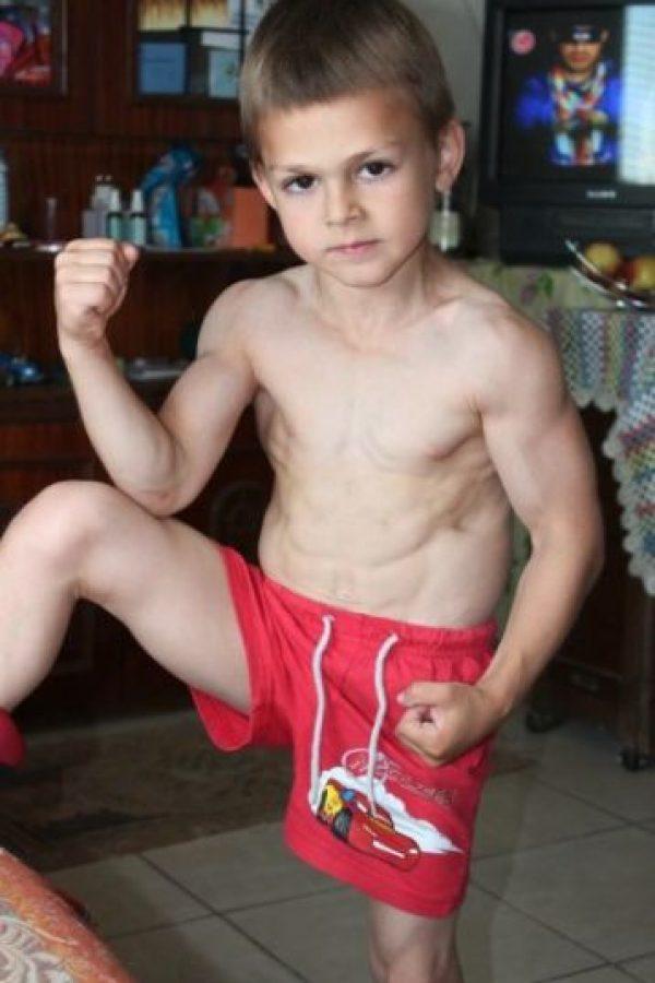Es conocido como el niño más fuerte del mundo. Foto:Vía Facebook.com/Giuliano-Stroe