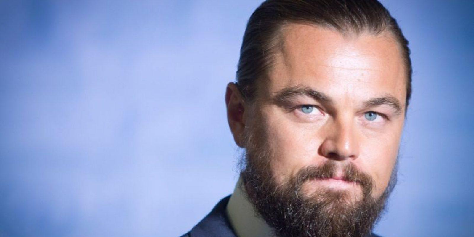 """Leonardo DiCaprio tuvo por mucho tiempo el """"bun"""" característico que se puso de moda este año. Foto:vía Getty Images"""