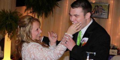 Así lucieron Adrián y Brooke el día de su boda Foto:Vía Facebook/BrookeFranklin
