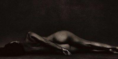 Kourtney Kardashian muestra sus fabulosas curvas al posar desnuda
