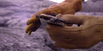Y lo abre para ver sus entrañas quemadas Foto:YouTube/TechRax