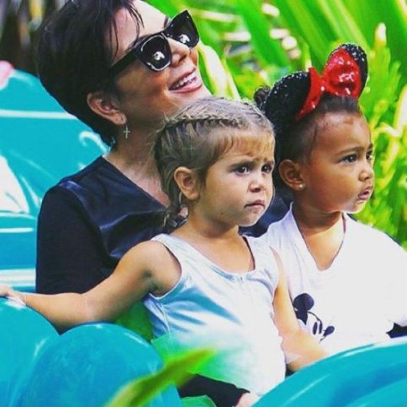 A sus 59 años también es abuela de los pequeños: Mason, Penelope, Reign y North West. Foto:vía instagram.com/coreygamble