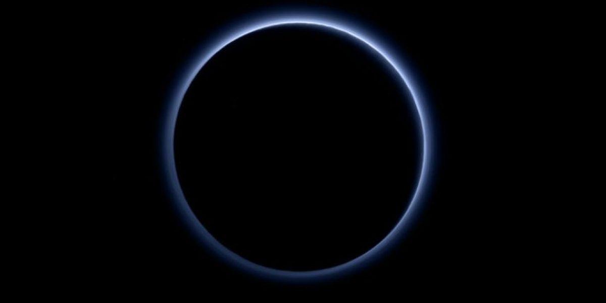 NASA revela que la atmósfera de Plutón es azul como en la Tierra
