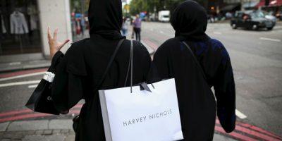 6. Probarse ropa al ir de compras. Foto:Getty Images