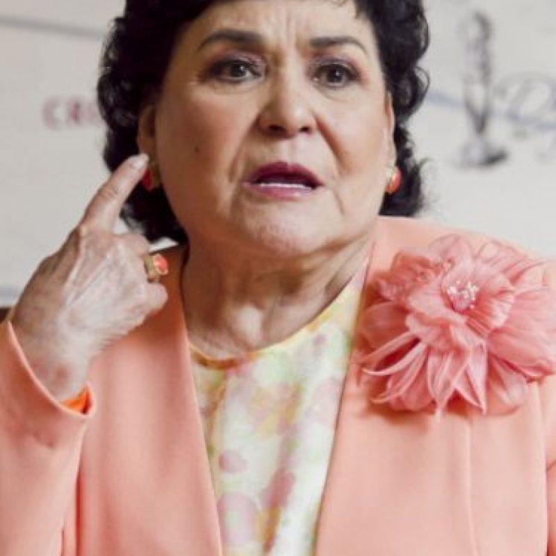 Este año se lanzó como diputada por el PRI. Ganó. Y ahora enfrenta una orden de arresto por una demanda que perdió. Foto:vía Facebook/Carmen Salinas Oficial