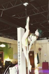 Es una bailarina profesional Foto:Vía instagram.com/sarahjadepole