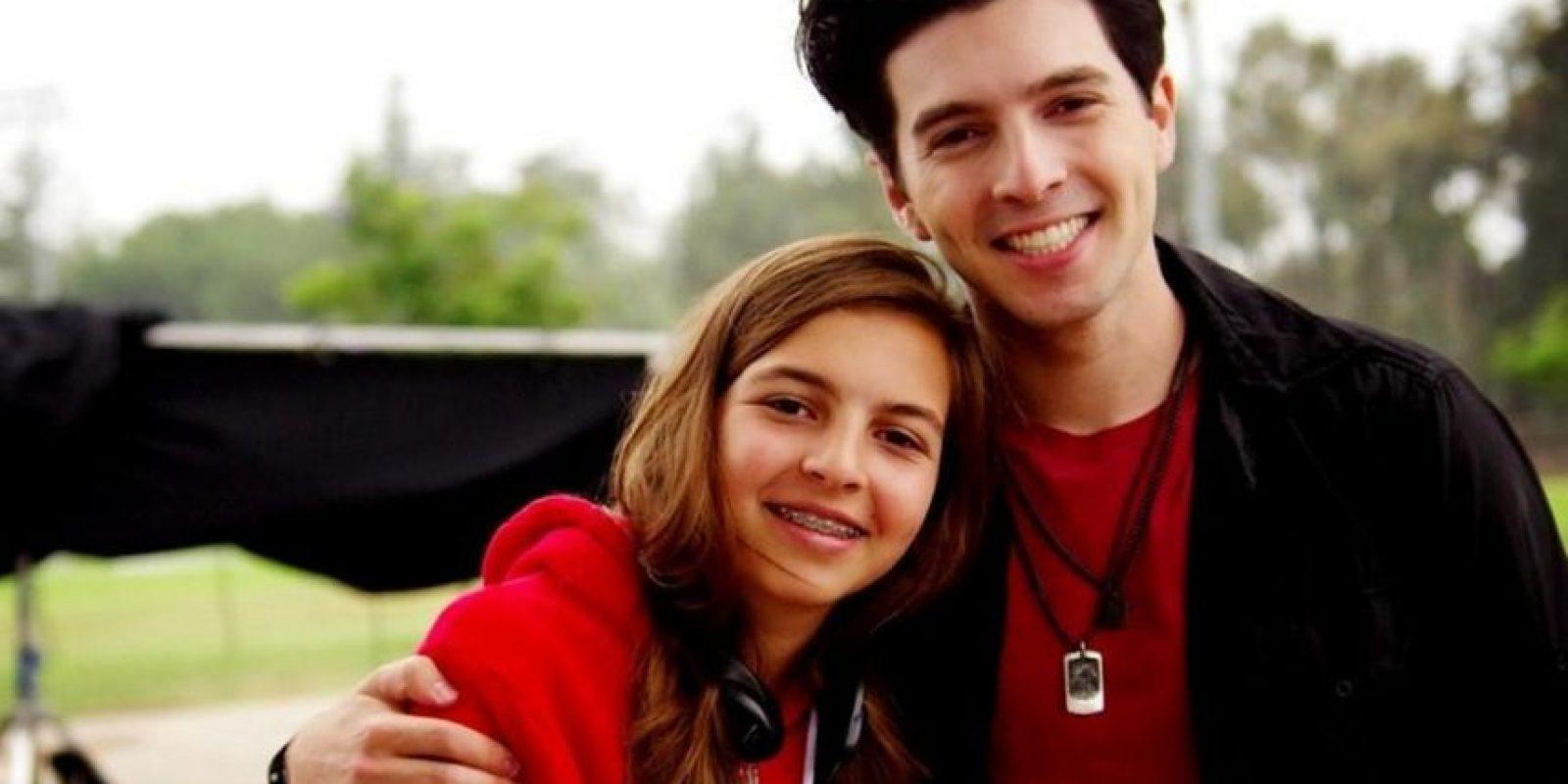 Su hermana menor, Andrea Foto:Vía twitter.com/robaguire