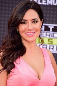 La presentadora Leti Co sorprendió con este vestido corto rosa. Foto:Getty Images