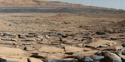 Un reciente estudio reveló que la base del Monte Sharp, ubicado en el cráter Gale, fue formando por los sedimentos de agua acumulados durante años. Foto:nasa.gov