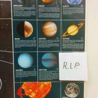 Para recordar que Plutón ya no existe… Foto:Know Your Meme