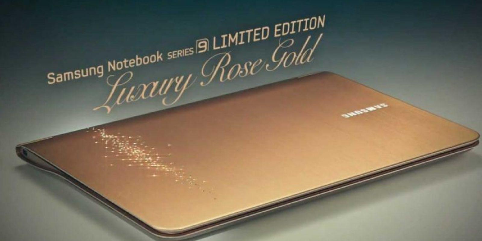 Y Luxury Rose Gold. Ambos modelos tenían cristales incrustados en la parte posterior del monitor Foto:Samsung
