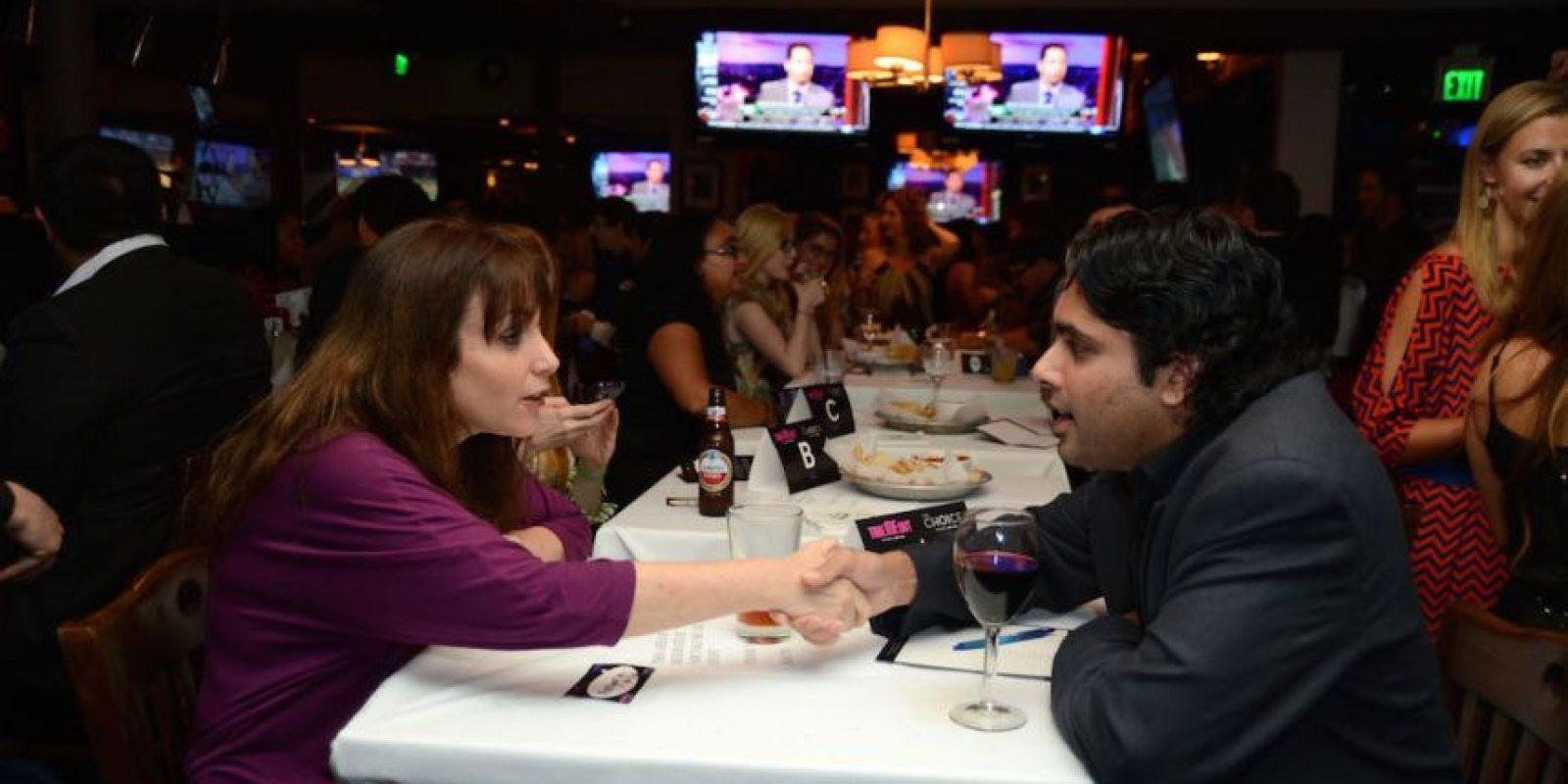 8. Se supone que el hombre paga la cuenta, sin embargo, las mujeres ahora piden pagar la mitad de todo Foto:Getty Images