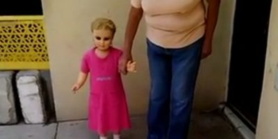 Video: Esta terrorífica muñeca que