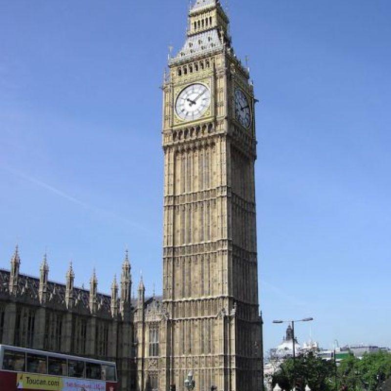 Big Ben es el nombre con el que se conoce a la gran campana del reloj situado en el lado noroeste del Palacio de Westminster, la sede del Parlamento del Reino Unido, en Londres. Foto:Wikicommons