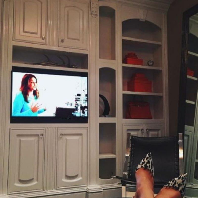 Con la ayuda del diseñador Jeff Andrews creó un estilo único para su sala. Foto:vía instagram.com/kyliejenner