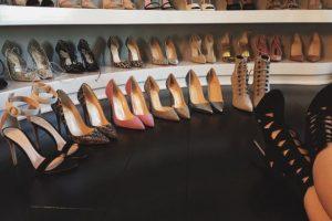 Además, la joven tiene un armario lleno de zapatos y vestidos de prestigiosos diseñadores. Foto:vía instagram.com/kyliejenner