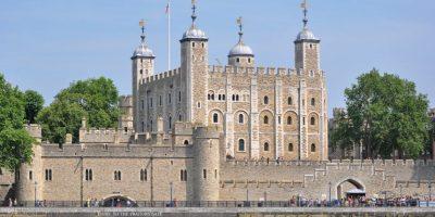La Torre de Londres, oficialmente el Palacio Real y Fortaleza de su Majestad, es un castillo histórico situado en la ribera norte del río Támesis en el centro de Londres, Inglaterra. Foto:Wikicommons