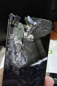 Su atacantes le dispararon en repetidas ocasiones, sin embargo uno de los impactos lo recibió su celular. Foto:Vía facebook.com/mariofrancisco.arevaloelizondo
