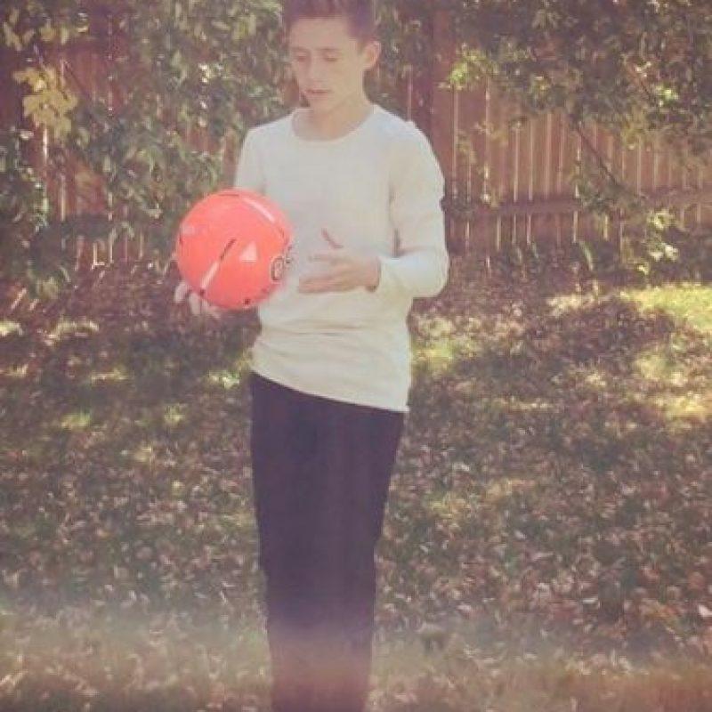"""""""He sido detenido mientras voy camino a la escuela. En algunos lugares, las mujeres se han detenido para tomarse fotos conmigo, lo cual es muy gracioso"""", reveló el adolescente a """"Daily Mail"""". Foto:Instagram/__noahshaw__"""