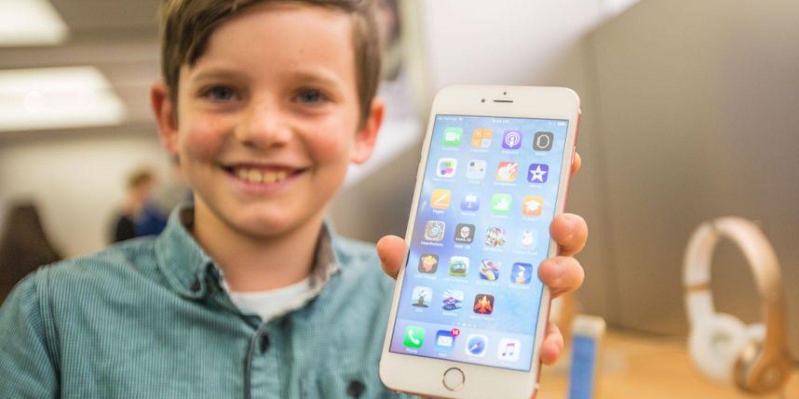 Por primera ocasión, Apple incorpora un sistema multitouch para detectar la intensidad con la que ejercen presión sobre la pantalla del teléfono inteligente. Es de gran utilidad para ingresar a menús, vistas previas de contenido, entre muchas acciones más. Foto:Getty Images