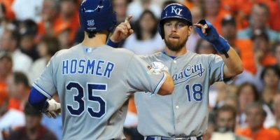 El gobernador mandó la felicitación en la octava entrada cuando los Astros vencían 6-2 a los Royals Foto:Getty Images