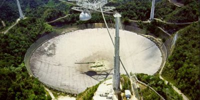 El plato del telescopio está hundido en un valle en la provincia de Guizhou de China y se espera comience a ser utilizado en 2016. Foto:Vía Wiki