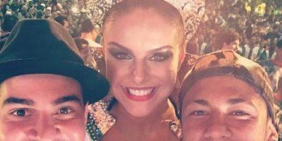 Neymar se divierte en Brasil con Reina de Batería del Carnaval de 2016