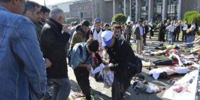 Todo ocurrió durante una marcha por la paz en el centro de Ankara. Foto:AP