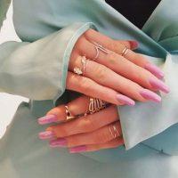 """""""Me bronceo en Jimmy Coco y a veces uso el spray en piernas de """"Sally Hansen"""". Kimmie Kyees me arregla las uñas, me encantan las acrílicas y largas"""", asegura. Foto:Instagram/ellecanada"""