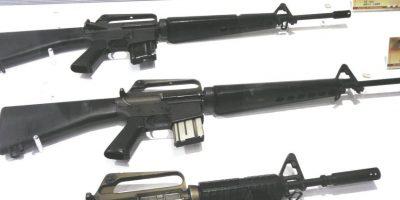 """Compra de armas. Uno de los sitios web más populares dedicados a la venta de cualquier tipo de armas es """"Armory"""". Aquí los usuarios pueden encontrar un rifle AK-47 con un precio de US$2,800. Una granada de mano costaría US$359.69, y por US$1,999 se consigue un rifle corto AKS-74U. Los curadores de esta página afirman tener un sistema de envío privado global con base en 15 países. Según se informa, """"Armory"""" vende hasta 40 armas por mes con ventas """"top"""" en EE.UU., Australia, el Reino Unido e Irlanda."""