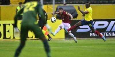 Es de los mejores jugadores de Ecuador a pesar de su edad. Corre todo el partido, cumple defensivamente y además, es un peligro cobrando tiros de castigo. Foto:AFP