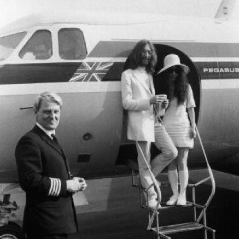 John Lennon tuvo una amante oriental, May Pang, en el año en qeu estuvo separado de Yoko. Foto:vía Getty Images