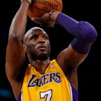 El exjugador de los Lakers se debate entre la vida y la muerte por una posible sobredosis Foto:Getty Images