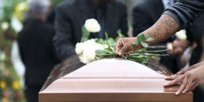 La defensa de los padres ha argumentado que se desconoce si los médicos hubieran podido salvarle la vida. Foto:Getty Images