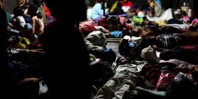 Pareja le dio de comer a 200 migrantes en su noche de bodas
