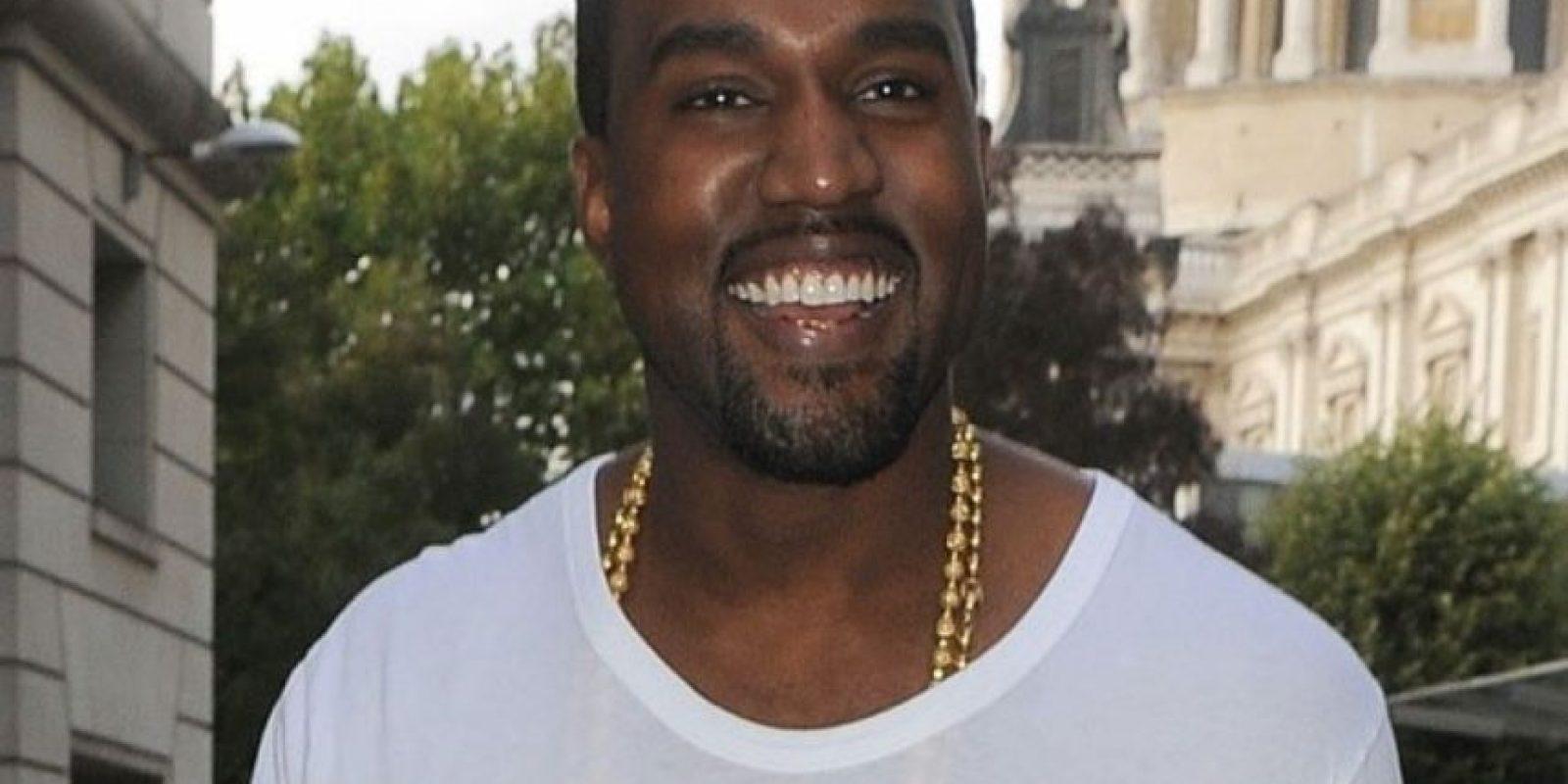 Se le ve feliz con Kim, aunque antes sonreía. Foto:vía Getty Images