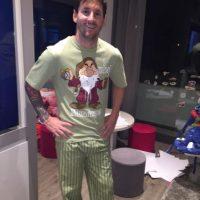 """Y además se hacen regalos como este. Suárez le envió a Messi una pijama de """"Gruñón"""", el enano de la película """"Blanca Nieves"""". Foto:Vía instagram.com/leomessi"""