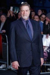"""Pero, durante el estreno de su nueva película, """"Trumbo"""", sorprendió a todos los que lo vieron pasar por su drástico cambio de peso. Foto:Getty Images"""
