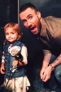 Antes de conocer a la pequeña Mila, Levine le pidió discupas por casarse en Facebook. Foto:vía instagram.com/ellendegeneres