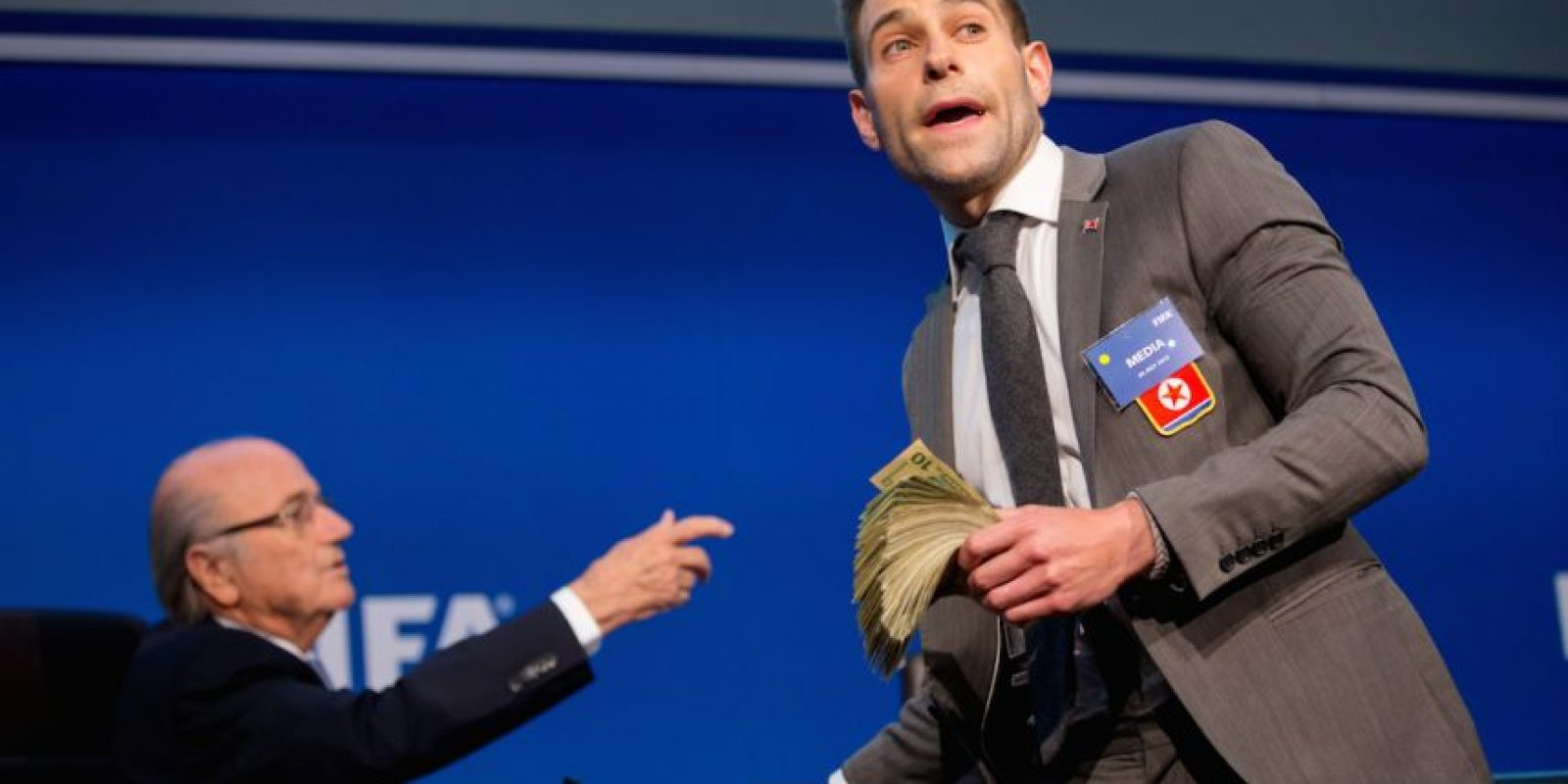 5. Comediante exhibe a Joseph Blatter Foto:Getty Images